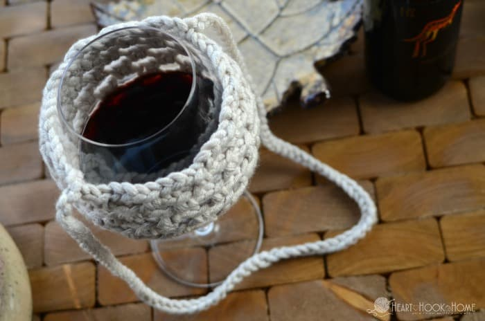 Crochet pattern for wine glass lanyard