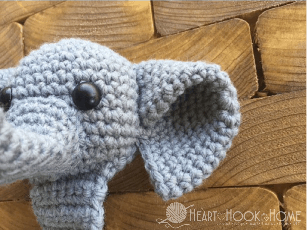 How to crochet an elephant application applique - YouTube | 768x1024