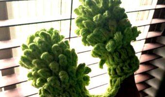 Mini Blind Cleaner Crochet Pattern: Duster for Cleaning Custom Wooden Blinds