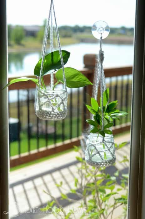 Super cute hanging houseplant free crochet pattern
