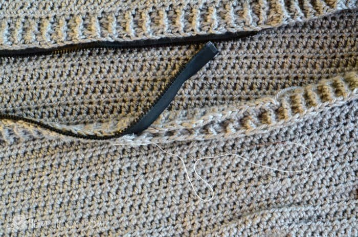How to add a zipper to crochet cardigans
