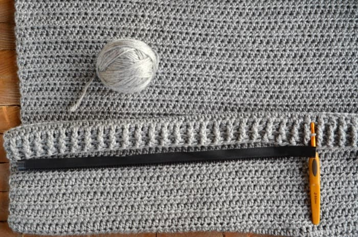 How to place a zipper to crochet