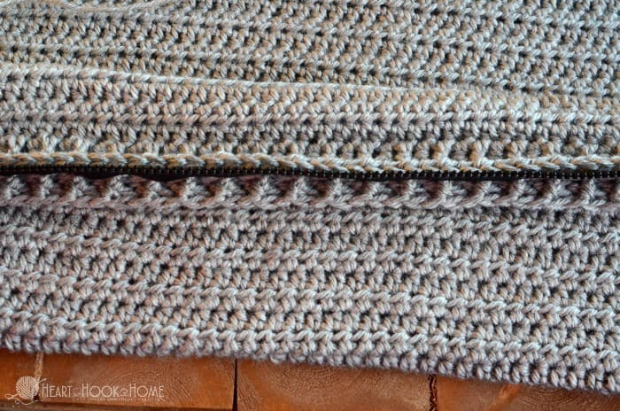 The best way to add a zipper in crochet