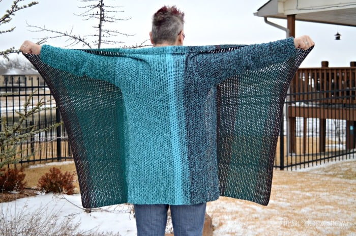 Spread out blanket cardigan with vertical stripes