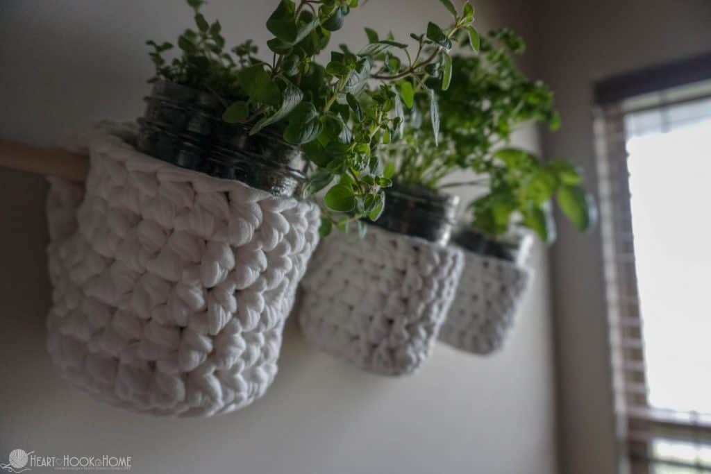 How to crochet a hanging garden