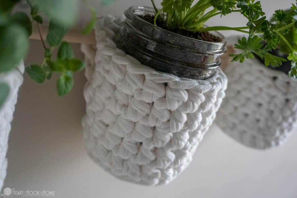 Beautiful hanging basket crochet pattern