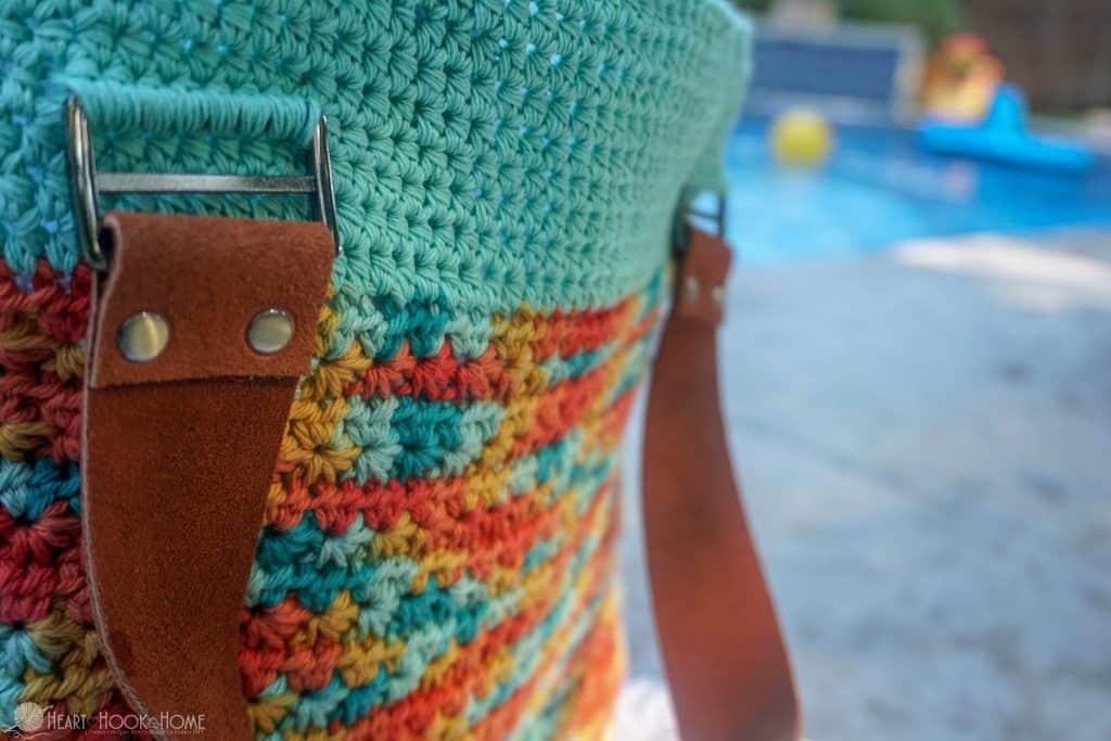 Straps on a crochet beach bag