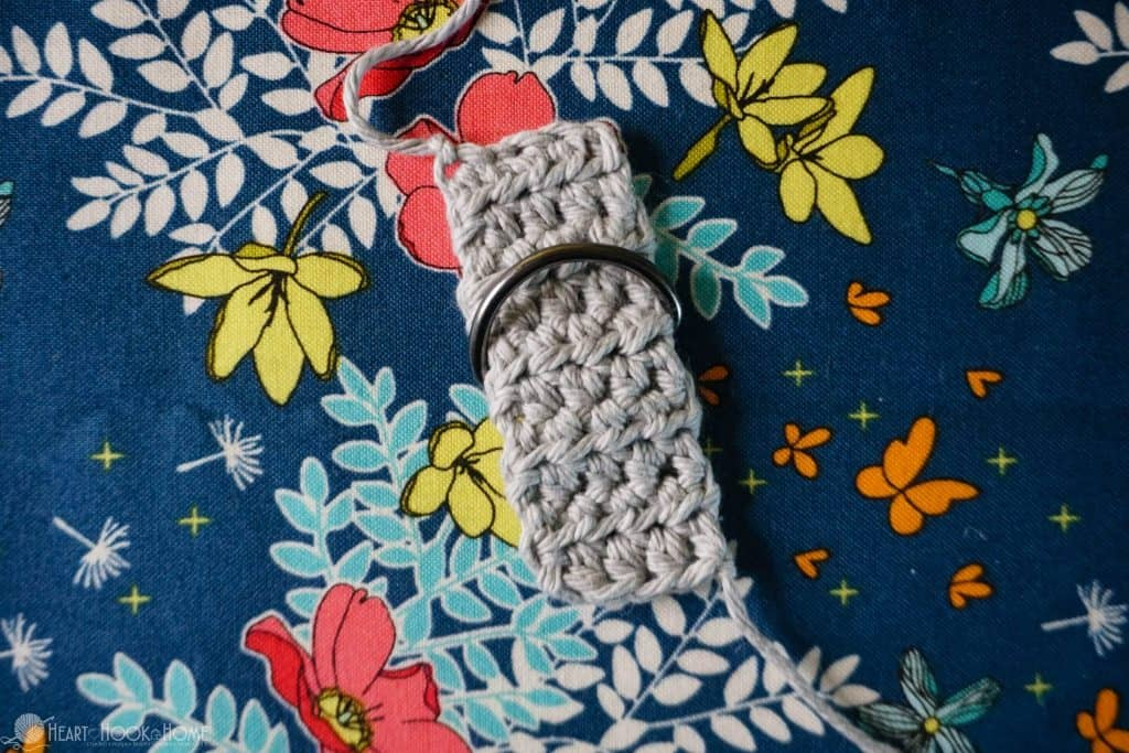 Adding a strap to a buckle in crochet