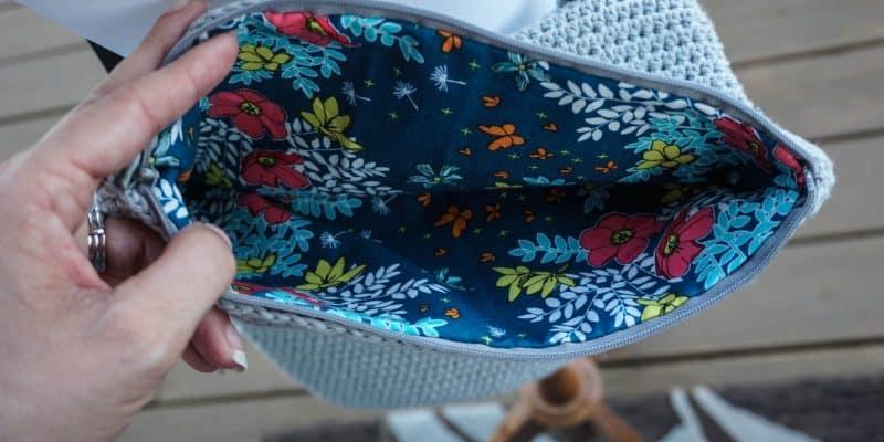 Easy Foldover Crossbody Bag: Free Crochet Pattern