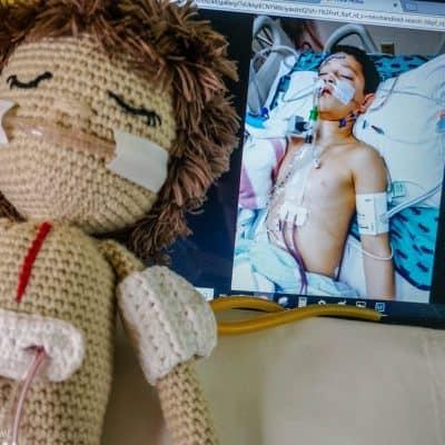 How to crochet a heart surgery doll