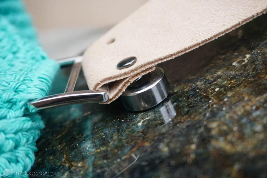 Securing rivets using rivet tool