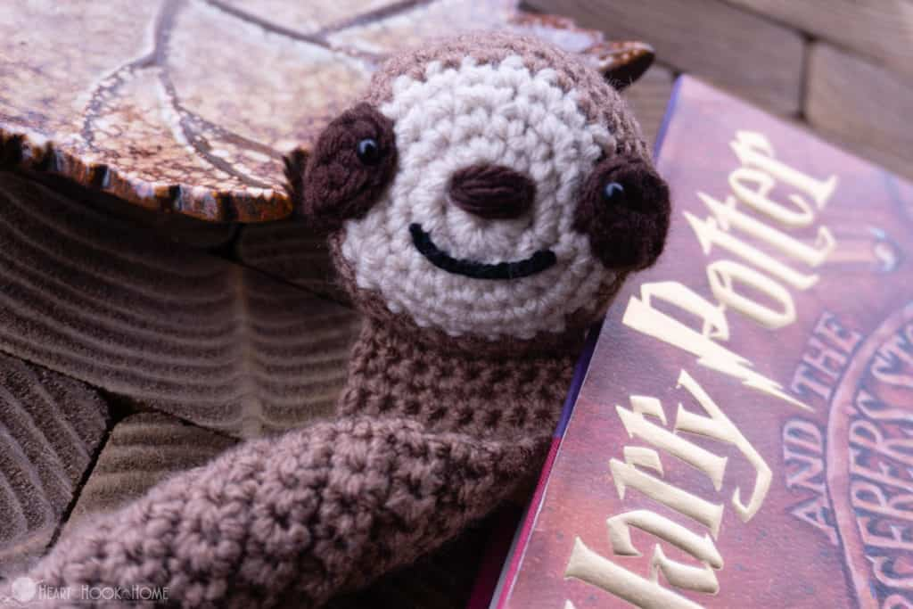 How to crochet a sloth