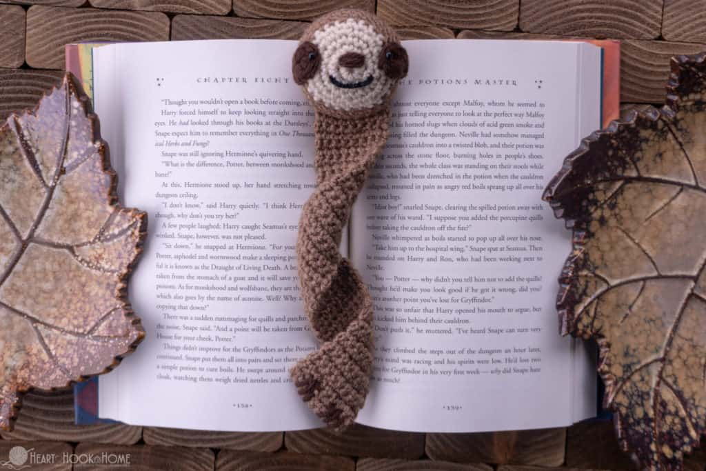 how to make a sloth bookmark