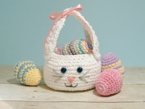 Adorable free Easter basket crochet patterns