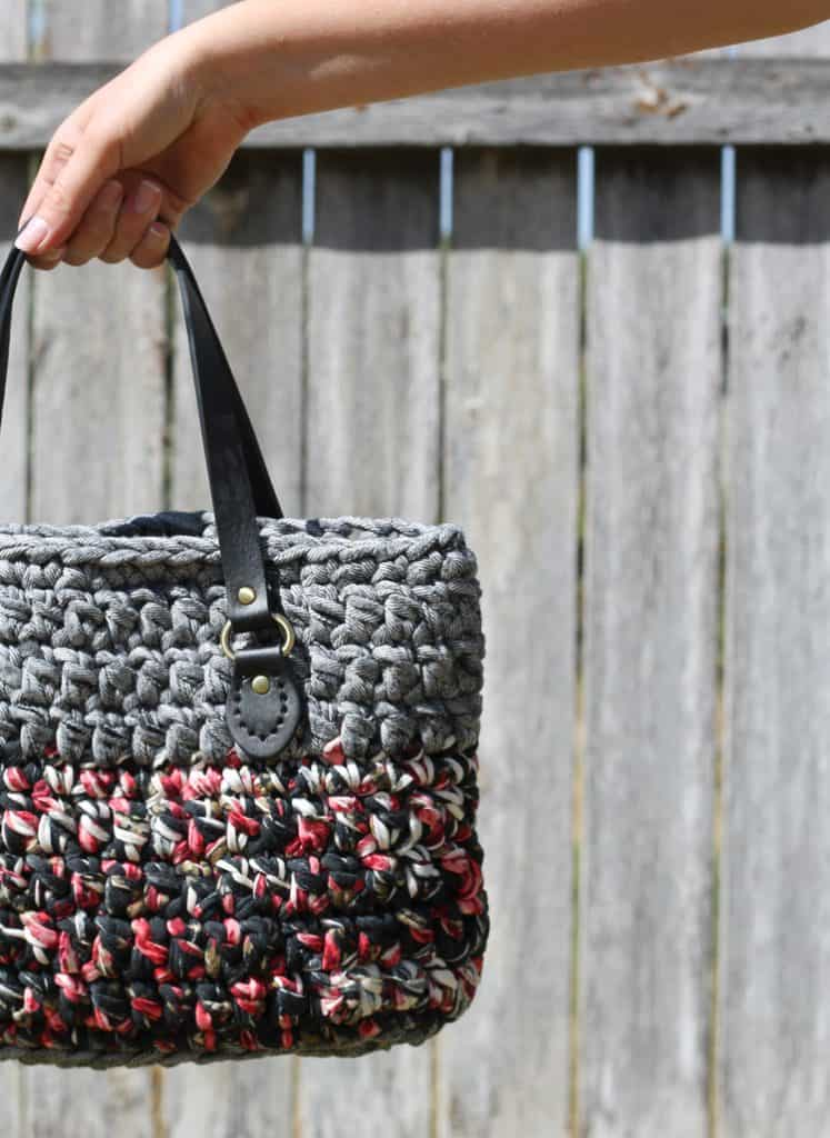 Crochet bag with t-shirt yarn