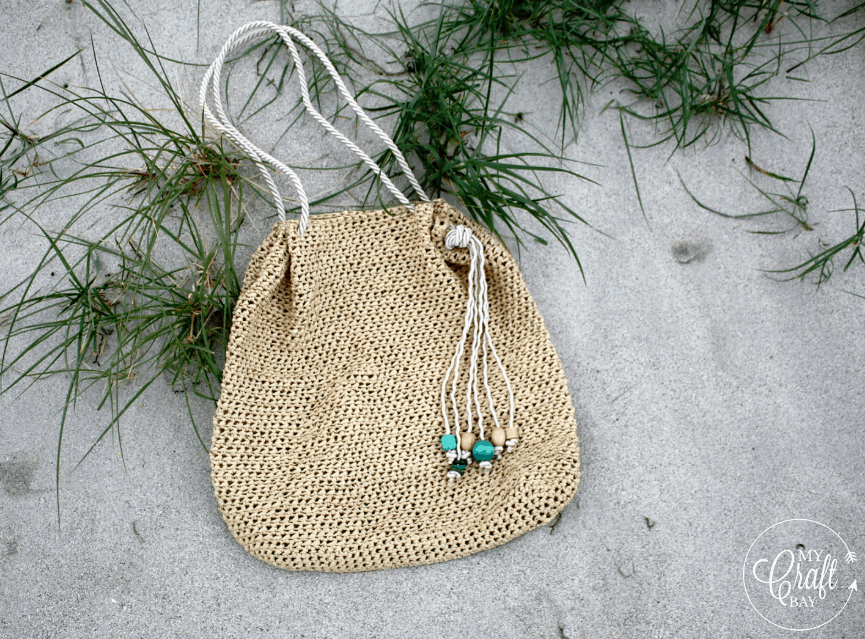 beach bag using raffia