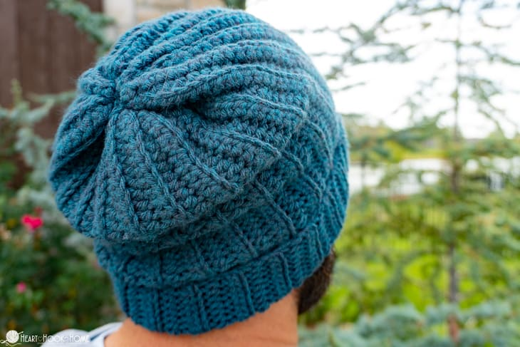 beginner friendly slouchy beanie crochet pattern