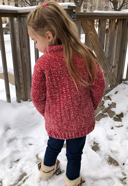 kids cardigan using velvet yarn