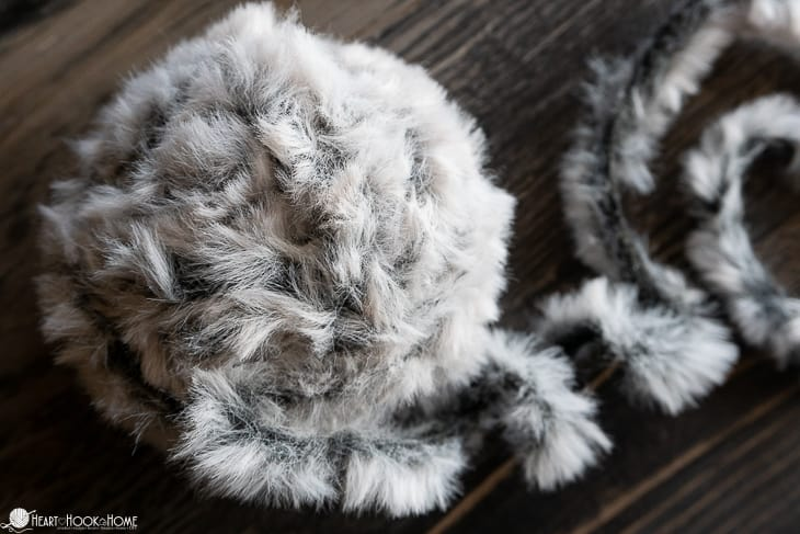 faux fur yarn made of