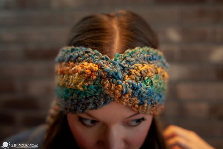 Easiest twisted ear warmer free crochet pattern