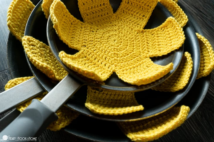 how to crochet pan protectors